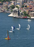 Segelboote bei Bosphorus, Istanbul Lizenzfreie Stockfotografie