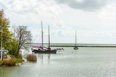 Segelboote in der Hafenstadt von Hoorn in Nord-Netherland Lizenzfreies Stockfoto