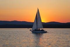 Segelboote, die in die Wolken schwimmen Lizenzfreies Stockbild