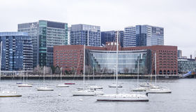 Segelboote im Hafen von Boston - von BOSTON/von MASSACHUSETTS - 3. April 2017 stockfoto