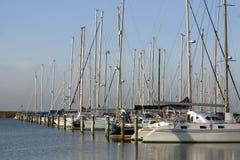 Segelboote im Jachthafen Lizenzfreies Stockbild