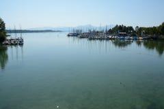 Segelboote im Jachthafen am Chiemsee See in Deutschland Lizenzfreies Stockbild