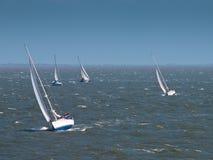 Segelboote im starken Wind Lizenzfreies Stockbild
