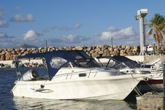 Segelboote in Kalyves setzen, Kreta, Griechenland, Europa auf den Strand Stockfotos