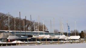 Segelboote machten Trockendock winterfest Stockfotos