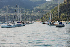 Segelboote in Porto di Bardolino beherbergten auf dem Garda See Stockfotos