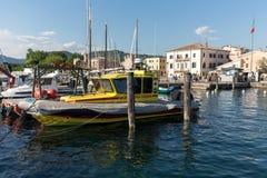 Segelboote in Porto di Bardolino beherbergten auf dem Garda See Lizenzfreies Stockbild