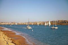 Segelboote zurück zu Marina Del Rey in Kalifornien stockfoto