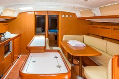 Segelbootinnenraum stockfoto