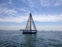 Segelbootrennen von Long Beach Yachtclub Stockfotos