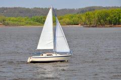 Segelbootsegeln Stockfoto