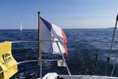 Segelbootspur auf Horizonthintergrund Stockbilder