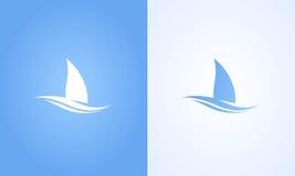 Segelbootsymbol auf weißem und blauem Hintergrund Lizenzfreies Stockbild