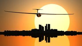 Segelflugzeug auf der Sonnenuntergangstadt Lizenzfreie Stockfotografie