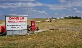 Segelflugzeug auf Flugplatz in Vereinigtem Königreich stockfotografie