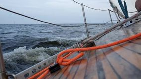 Segeljacht in osean oder im Meer stock video