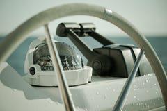 SegeljachtSteuerrad und Werkzeug Lizenzfreies Stockfoto