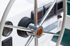 SegeljachtSteuerrad und Werkzeug Lizenzfreie Stockfotografie
