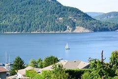 Segeln auf Cowichan-Bucht lizenzfreie stockbilder
