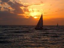 Segeln auf das Meer Lizenzfreies Stockfoto