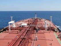 Segeln auf den Ozean des Supertankers lizenzfreies stockfoto