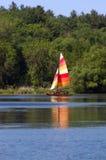 Segeln auf einen See Lizenzfreies Stockbild
