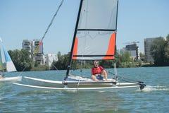 Segeln auf See - Sommer- und Sportthema Lizenzfreie Stockfotografie