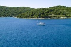 Segeln in das adriatische Meer Lizenzfreie Stockfotos