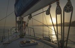 Segeln in das Mittelmeer stockfotografie