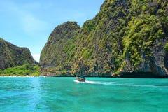 Segeln des thailändischen Bootes stockbild