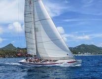 Segeln in die Karibischen Meere Lizenzfreie Stockbilder