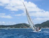 Segeln in die Karibischen Meere Lizenzfreies Stockfoto