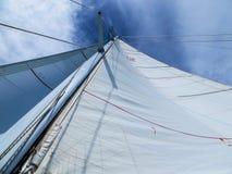 Segeln in die Karibischen Meere Stockfoto