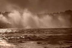 Segeln unter Niagara- Fallsnebel Stockfotografie