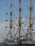 Segeln-versenden Sie am Hafen stockfoto