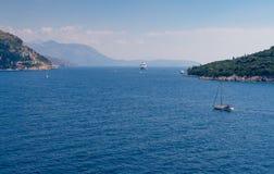 Segeln vor dalmatinischer Küste Stockfotografie