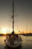 Segelnboot im Jachthafen stockfoto