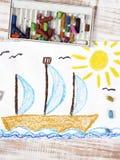 Segelnboot im Meer Lizenzfreies Stockfoto