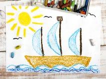 Segelnboot im Meer Lizenzfreie Stockfotos