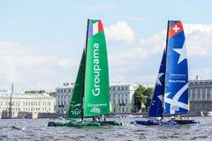 Segelnde Reihen des Extrems 40 laufen 2014 in Russland, St Petersburg lizenzfreie stockfotos