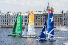 Segelnde Reihen des Extrems 40 laufen 2014 in Russland, St Petersburg stockbild