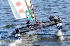 Segelnde Reihen des Extrems 40 laufen 2014 in Russland, St Petersburg lizenzfreie stockbilder