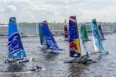 Segelnde Reihen des Extrems 40 laufen 2014 in Russland, St Petersburg lizenzfreie stockfotografie