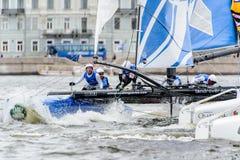 Segelnde Reihen des Extrems 40 laufen 2014 in Russland, St Petersburg lizenzfreies stockfoto