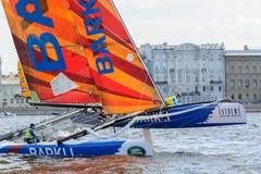 Segelnde Reihen des Extrems 40 laufen 2014 in Russland, St Petersburg stockbilder