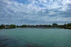 Segelnhafen an den Balaton See-Sommerferien beginnt Lizenzfreie Stockfotografie