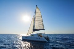 Segelnkatamaransegel das Ägäische Meer Stockfotografie
