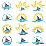 Segelnlieferung und -sonne Yachtclublogo Stockbilder