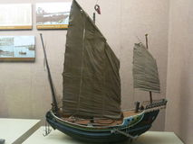 Segelnmodell gelegt in Qingdao-Museum Stockfotos