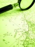 Segelnnavigationsdiagramm mit Vergrößerungsglas Lizenzfreie Stockfotografie